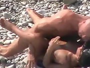 Bald stud screws his sexy babe on the beach